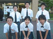3連覇を果たした創価高校(東京)。左上がベストディベーターの田中時光さん(2年)。